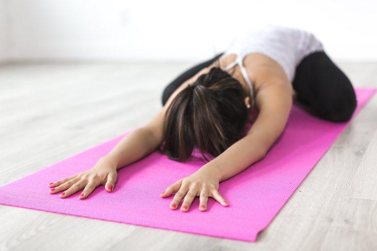 Vælg den yogamåtte, der passer til dig og den type yoga, du dyrker