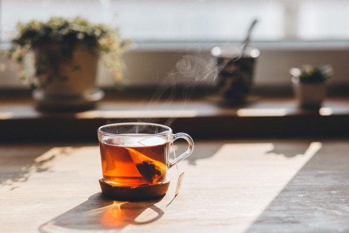 Te i gennemsigtig kop